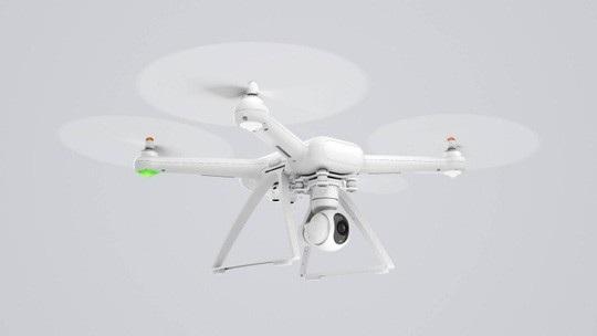 Những cánh quạt quay với tốc độ cao của flycam và các thiết bị bay không người lái có thể gây nguy hiểm cho người khác