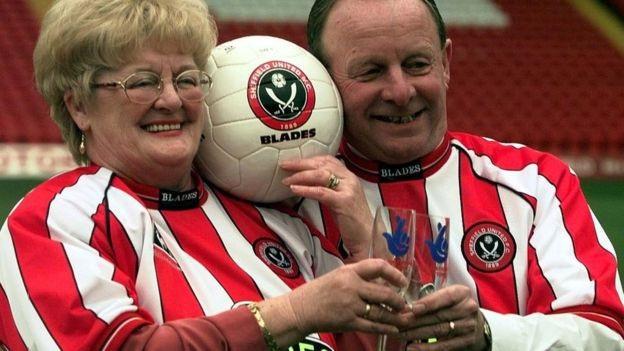 Bà Barbara và chồng là fan của câu lạc bộ bóng đá Sheffield United.