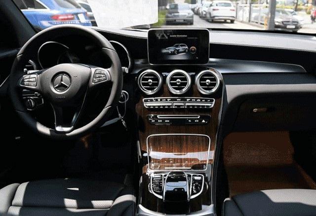 Mercedes-Benz GLC 200 khởi điểm từ 1,684 tỉ đồng - 2