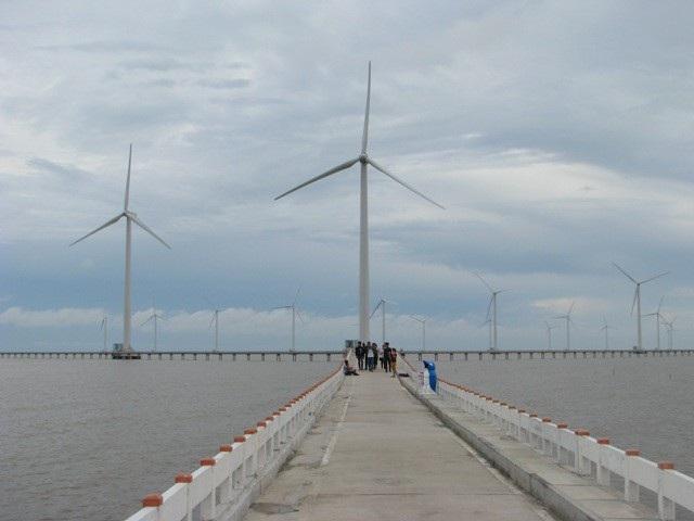 Điện gió Bạc Liêu hiện nay là một điểm du lịch được nhiều du khách đến tham quan.