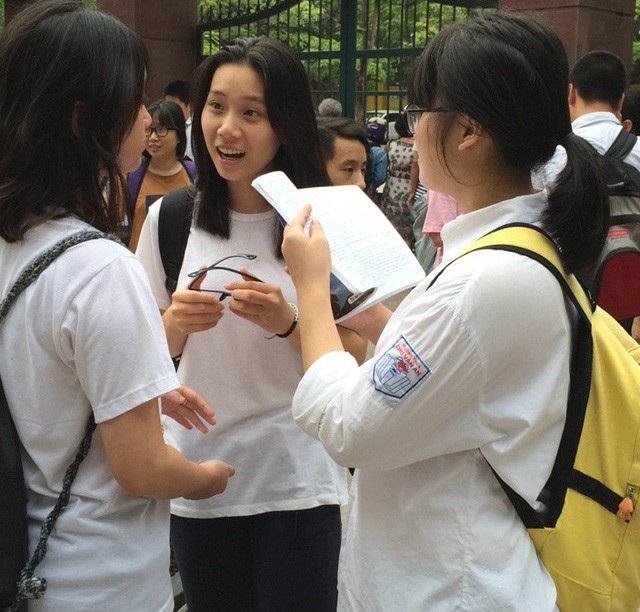 Thí sinh thi vào lớp 10 THPT tại Hà Nội. (Ảnh: Mỹ Hà)