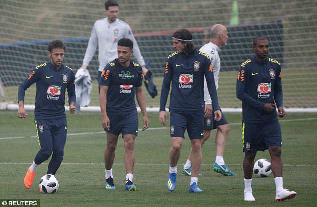 Neymar, Taison, Filipe Luis và Fernandinho rất háo hức trong buổi tập đầu tiên cùng đội tuyển Brazil chuẩn bị cho World Cup 2018
