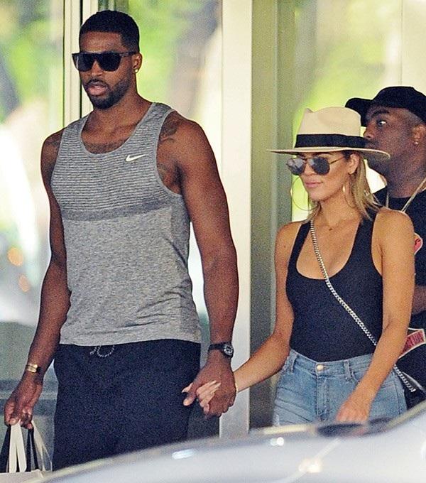 Khloe Kardashian đã tha thứ cho bạn trai Tristan Thompson sau khi anh này bị tố cáo lăng nhăng với ít nhất 5 người phụ nữ