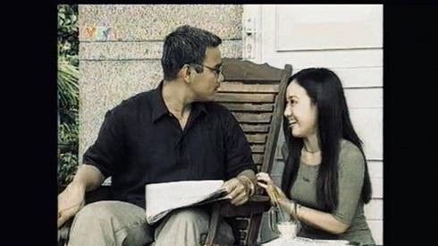 Ngay ở những cảnh quay đầu của phim, Hoài Anh đã đóng chung với Quyền Linh.