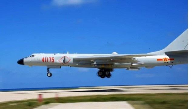 Máy bay H-6K của Trung Quốc diễn tập trên Biển Đông (Ảnh: SCMP)