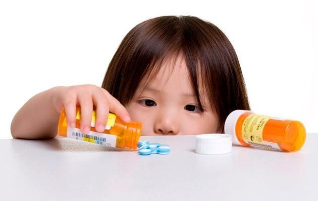 Lạm dụng thuốc kháng sinh khi con ốm đang là sai lầm của nhiều cha mẹ Việt