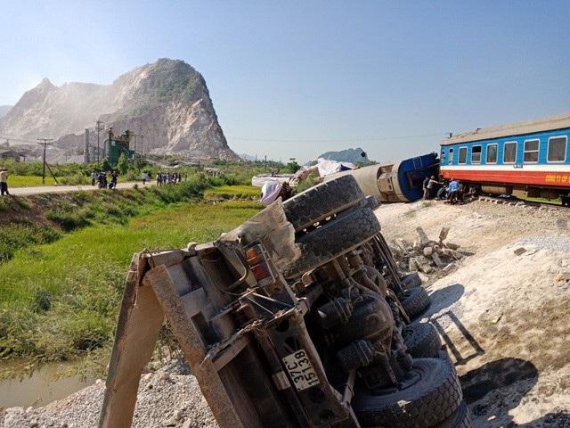 Vụ TNGT đường sắt tại Thanh Hóa khiến 12 người thương vong (ảnh: Bình Minh)