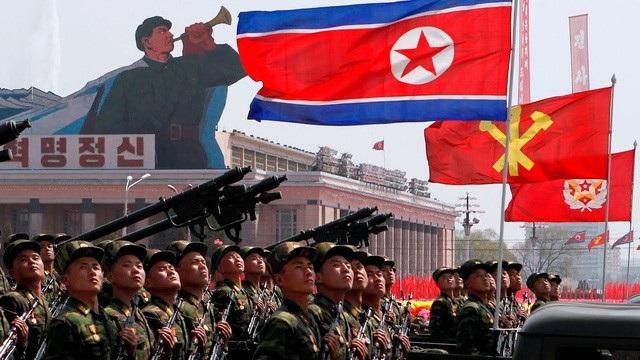 Quân đội Triều Tiên duyệt binh tại Bình Nhưỡng (Ảnh: Reuters)