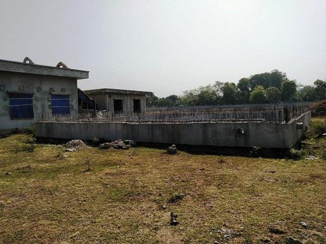 Dự án nước sạch tại xã Cẩm Vân (huyện Cẩm Thủy) đang thi công dở dang rồi dừng lại.
