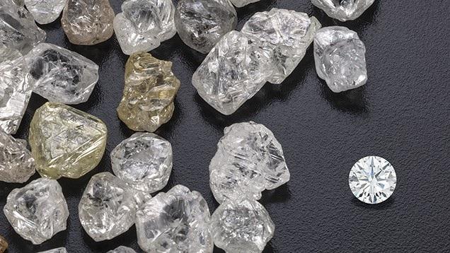 Cựu Tổng thống Mugabe từng tuyên bố rằng Zimbabwe đã mất 15 tỷ USD doanh thu khai thác kim cương trong năm 2016.