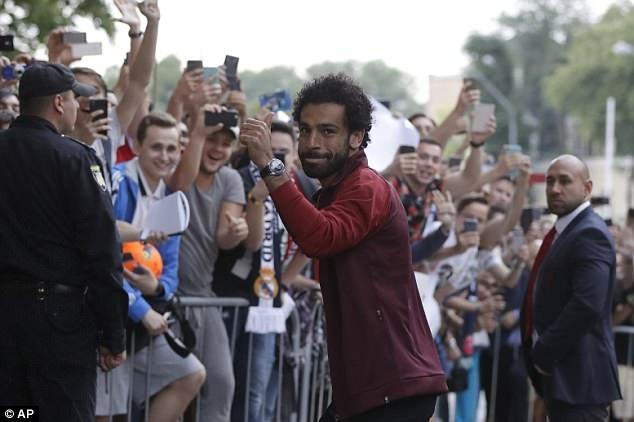 Liverpool được chào đón như những người hùng khi đổ bộ xuống Kiev - 6