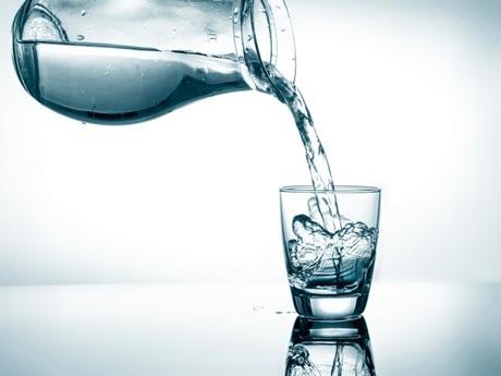Uống nhiều nước: Tạo phong độ đỉnh cao hay gây phù não? - 4