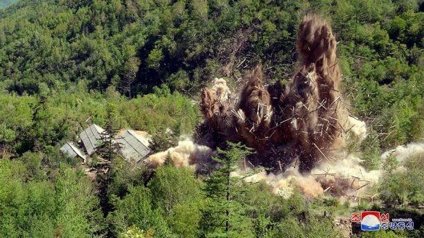 Triều Tiên phá bãi thử hạt nhân Punggye-ri bằng thuốc nổ. (Ảnh: KCNA)
