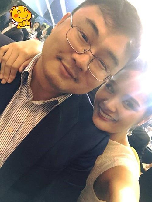 Hoa hậu Hương Giang chia sẻ ảnh tình cảm cùng chồng và không ngại bày tỏ tình cảm với ông xã nhân ngày Quốc tế tỏ tình: Gần 10 năm rồi và bạn trai tớ vẫn đáng yêu lắm ý.