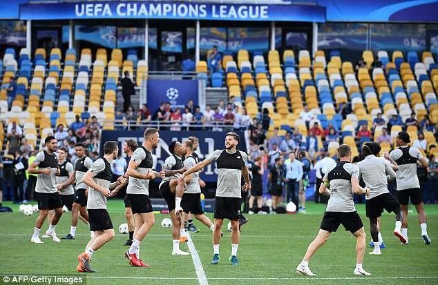 Real Madrid và Liverpool hừng hực khí thế trước trận chiến lịch sử - 15