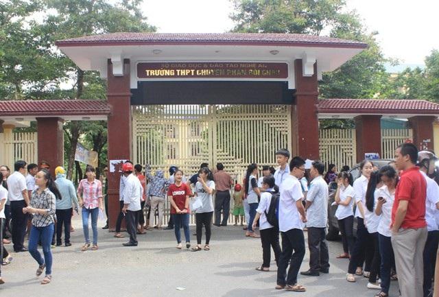 Kỳ thi tuyển sinh lớp 10, Trường THPT chuyên Phan Bội Châu (Nghệ An) luôn là cuộc đua gay cấn giữa các thí sinh trong toàn tỉnh