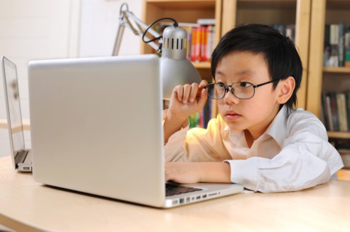"""Trung Quốc: Bùng nổ học Anh ngữ trực tuyến """"tay đôi"""" - 1"""