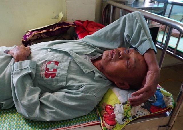 Trong khi con trai độc nhất duy trì sự sống bằng chạy thận nhân tạo thì ông Hà Thế Vượng cũng đang chiến đấu với căn bệnh ung thư phổi