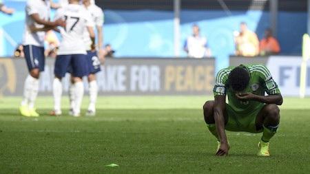 Cầu thủ Nigeria bị cấm tán tỉnh phụ nữ Nga tại World Cup 2018 - Ảnh 1.