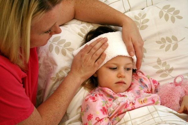 Dấu hiệu cảnh báo ung thư hạch là trẻ bị sốt dai dẳng không rõ nguyên nhân, mệt mỏi, sút cân…