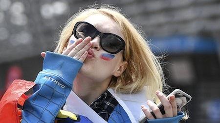 Cầu thủ Nigeria bị cấm tán tỉnh phụ nữ Nga tại World Cup 2018 - Ảnh 2.