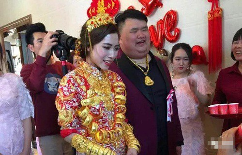 Cuộc hôn nhân của họ nhận được nhiều lời chúc phúc từ cả gia đình, bạn bè hai bên.