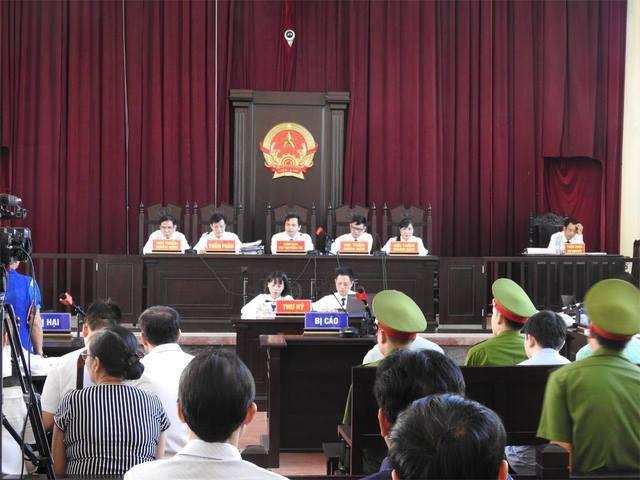 Hội đồng xét xử của phiên tòa.