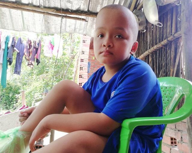 Cháu Mộng Nguyên (13 tuổi) bị bệnh bại não bẩm sinh nên cũng lúc nhớ, lúc quên.