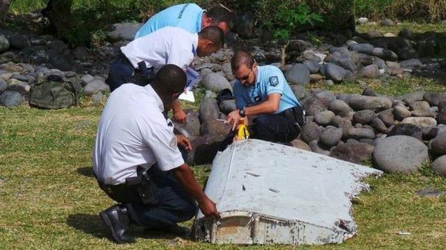 Lực lượng tìm kiếm đã tìm thấy một số mảnh vỡ nghi của MH370. (Ảnh: Reuters)