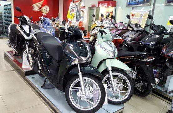 Trong khi xe tay ga của các thương hiệu Piaggio, SYM, Suzuki không tăng giá, thì xe tay ga của Honda Việt Nam tăng mạnh
