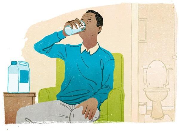 Trước khi nội soi đại tràng, người bệnh cần uống thuốc nhuận tràng để làm sạch đường tiêu hóa, giúp bác sĩ quan sát đại tràng rõ ràng.
