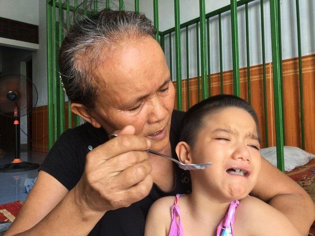 Niềm vui khó tả của cô bé bị tim, hỏng hai mắt - 1
