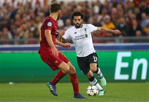 Salah (phải) thi đấu không ấn tượng trong hiệp một