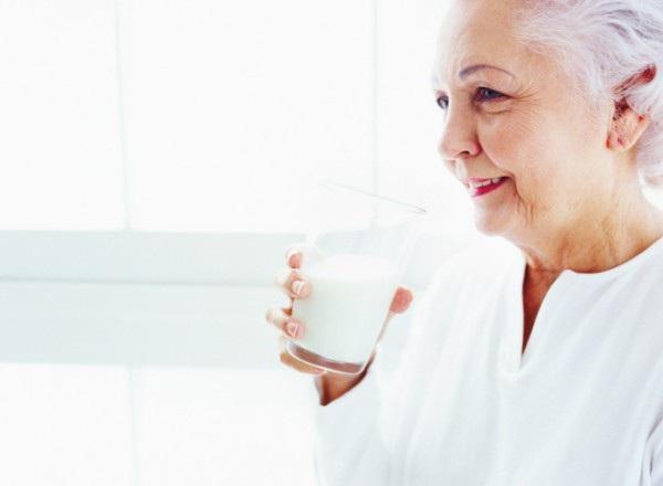 Bệnh nhân ung thư có thể bổ sung sữa, nhưng tốt nhất nên tránh sữa có hàm lượng chất béo cao, và ưu tiên sữa hữu cơ.