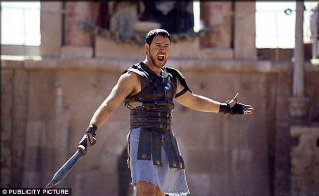 Ông từng giành giải Oscar với vai Maximus Decimus Meridius trong phim Võ sỹ giác đấu năm 2000