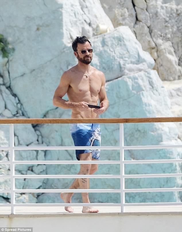 """Chồng cũ của Jennifer Aniston lại hò hẹn với """"bóng hồng"""" mới - 12"""