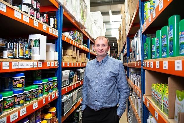 Peter Amos là một trong những triệu phú eBay mới sau khi Aquacadabra mở rộng và bắt đầu bán hàng trực tuyến