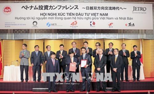 Chủ tịch nước Trần Đại Quang chứng kiến việc trao đổi Bản ghi nhớ cung cấp tài chính tàu bay giữa Hãng hàng không VietjetAir và một số công ty tài chính của Nhật Bản. Ảnh: Nhan Sáng - TTXVN