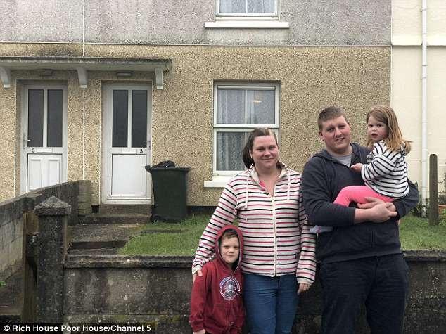 Gia đình chị Sarah Timmin (29 tuổi) và chồng - anh Ross Timmin (28 tuổi) có hai con nhỏ. Họ sống trong một căn hộ hai phòng ngủ ở hạt Cornwall (Anh).