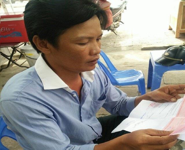 Ông Bùi Văn Giang và Công an huyện Thới Bình thương lượng bồi thường thiệt hại không thành.