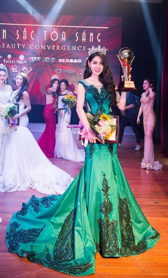 Hà Vy từng đoạt giải Á khôi thời trang