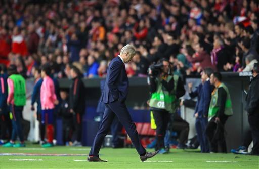 Hết đi ra rồi đi vào nhưng ông vẫn không tìm được giải pháp khuất phục Atletico Madrid
