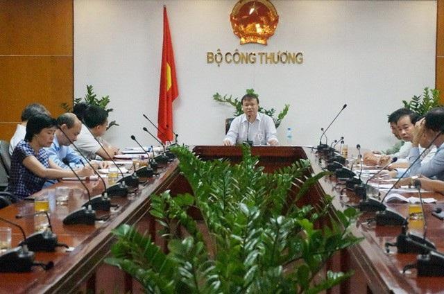 Lãnh đạo Bộ Công Thương đã có buổi làm việc với doanh nghiệp về tình hình tiêu thụ xăng sinh học E5 - Ảnh: Nguyễn Khánh