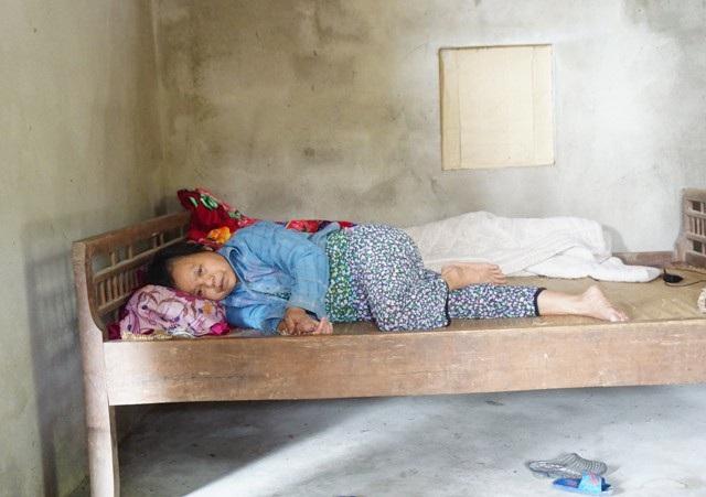 Không có chồng, con mất sớm, ở tuổi xế chiều bà Biện Thị Xuân phải chống chọi với căn bệnh ung thư phổi