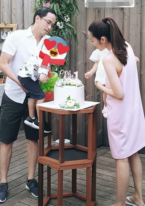 """Mới đây, """"ngọc nữ"""" đã chia sẻ những khoảnh khắc ấm áp gia đình khi tổ chức sinh nhật tròn 1 tuổi của con gái thứ hai."""