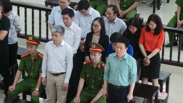 Y án tử hình cựu Tổng Giám đốc Oceanbank Nguyễn Xuân Sơn (áo trắng hàng đầu)