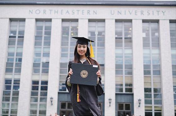 Mie Nguyễn vừa tốt nghiệp loại giỏi trường Northeastern, ngành Sân khấu