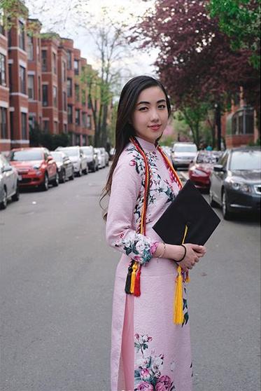 Mie mặc áo dài, khẳng định niềm tự hào là người con gái Việt