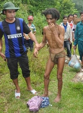 Người rừng Hồ Văn Lang vào thời điểm vừa được đưa từ rừng sâu về cộng đồng (Ảnh H.Long)