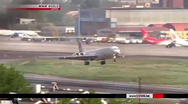 Máy bay VIP được cho là chở ông Kim Jong-un cất cánh từ sân bay ở Đại Liên (Ảnh: Dailymail)